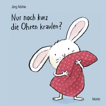 Dieses knuddelige Buch wird hoffentlich schon bald in vielen Familien zum Einschlafritual gehören. Die Kleinen werden es lieben, wenn sie dem Hasen das Kissen zurecht klopfen und ihm zärtlich die Ohren kraulen können. Selbstredend dürfen sie dieses auch von den Erwachsenen erwarten. Ebenso den obligatorischen Gute-Nacht-Kuss, nach dem Hase und auch Kind beruhigt einschlafen. Vorausgesetzt natürlich, das Licht wurde ausgeschaltet.  Jörg Mühle, Nur noch kurz die Ohren kraulen. Moritz Verlag…