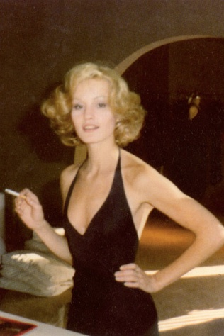 Jessica Lange by Antonio Lopez. Love the Jean Harlow-inspired hair.  #SeventiesStyle