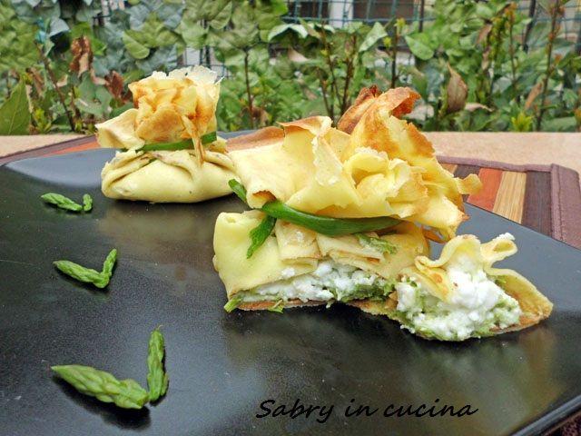 #fagottini di #crepes con #asparagi  e #stracchino