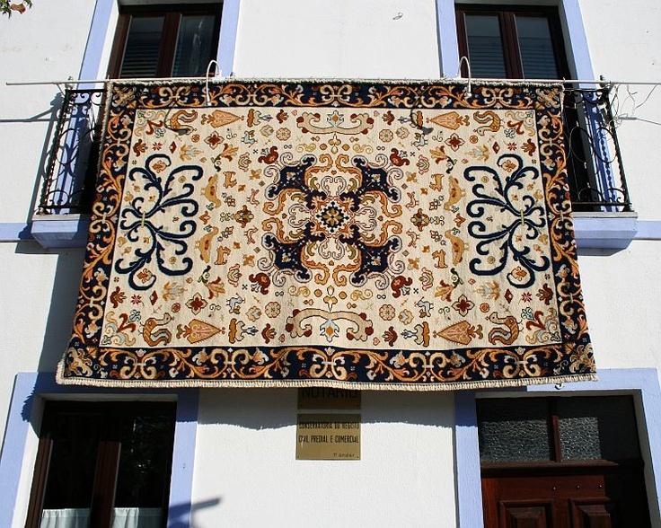 portuguese embroidery- Tapete de Arraiolos