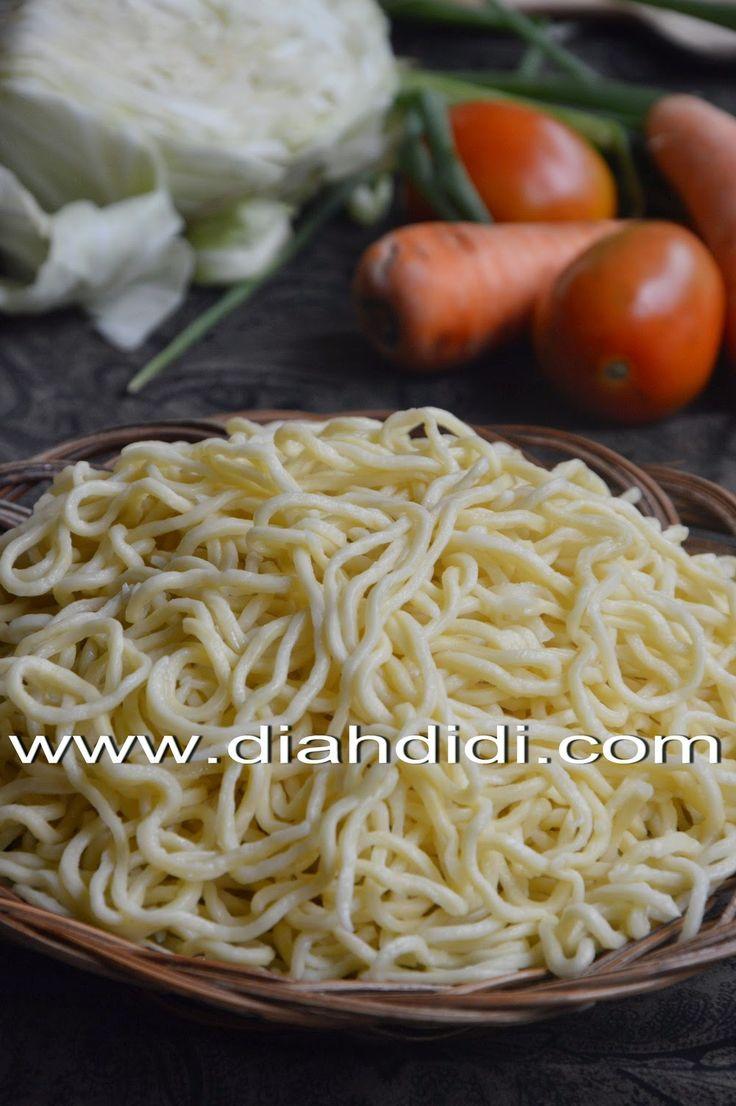 Diah Didi's Kitchen: Membuat Mie Telur Sendiri...Mudah Lho..^^