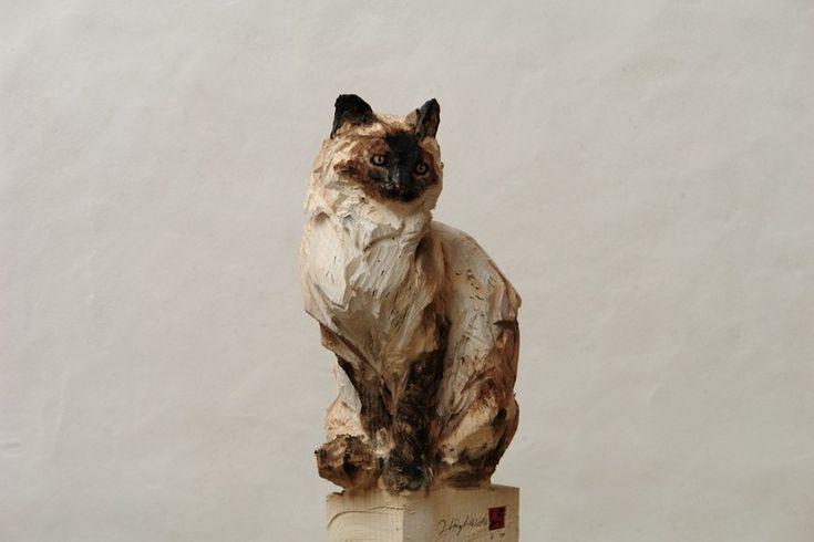 Этот скульптор создает работы с помощью бензопилы🐅🐆🐴