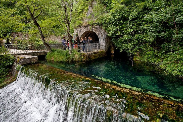 Nacedero de Arteta, #Navarra Saber más... -> http://www.turismo.navarra.es/esp/organice-viaje/recurso/Ocioycultura/3044/Centro-de-Interpretacion-de-Aguas-Subterraneas-Manantial-de-Arteta.htm