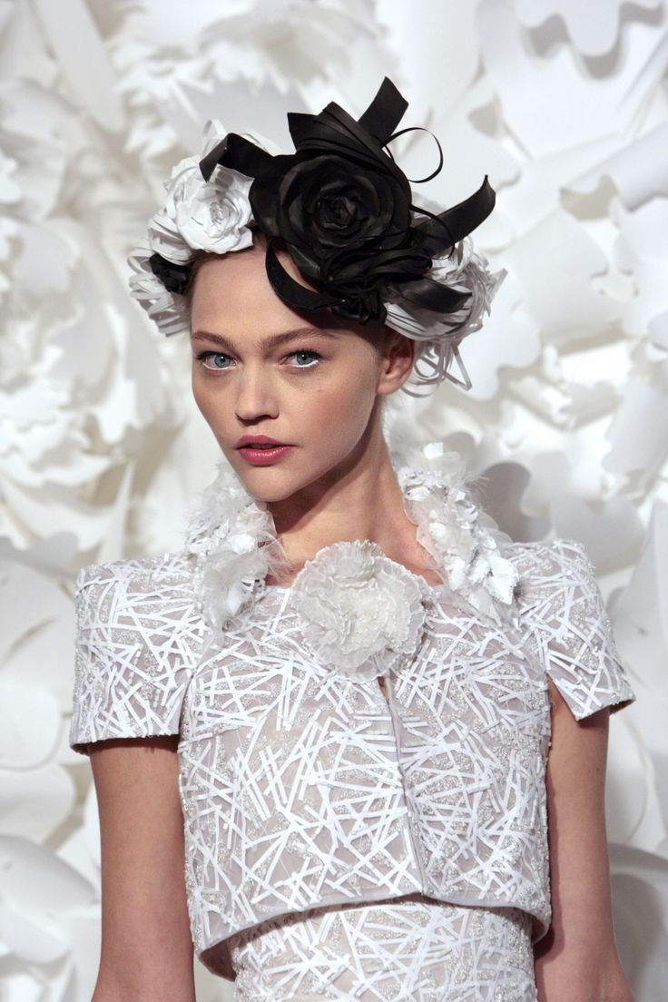 Sasha Pivovarova at Chanel Haute Couture S/S 2009.