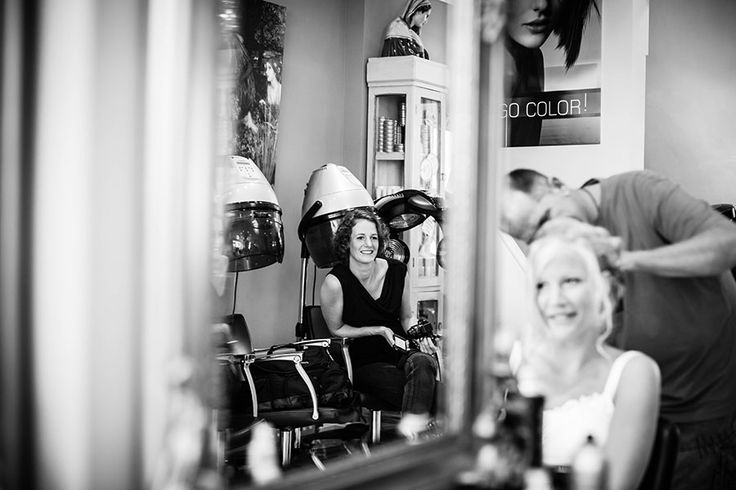 Bruid bij de kapper, Bruiloft Haarlem, Bruidsfotografie, Bruidsfotograaf | Dario Endara