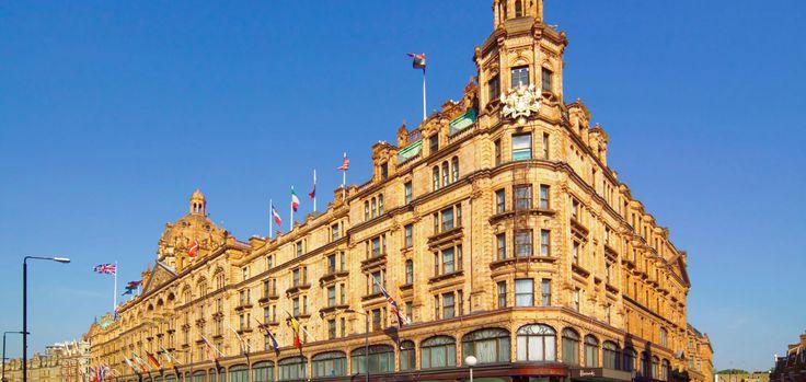 London wird oft als aufregendste Stadt der Welt bezeichnet, und das zu Recht. Die Stadt hat für jeden Geschmack etwas zu bieten: Historische Gebäude, Parks und Gärten, Restaurants, Pubs und Bars und Nachtclubs, Theater, Kino und Shopping. Vor einem Jahrhundert war London die größte Stadt der Welt, die Metropole der ersten Industrienation der Erde und der Nabel des British Empire, des größten Imperiums, das die Welt je gesehen hatte!