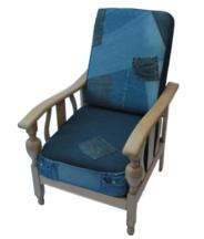 Rookstoel met kussen van oude spijkerbroeken