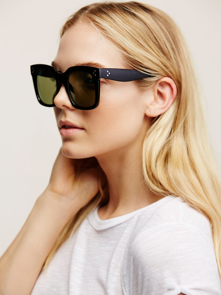 Charlie Oversized Wayfarer | Oversized wayfarer style sunnies with plastic frames. Features metal stud accents.