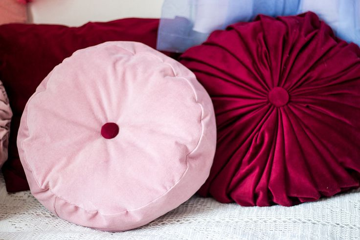 Button pillow      http://fredrikapavinden.com/