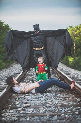 What do you get when you combine a huge Batman fan with a pretty cool wife and kid? The most adorable comic book–themed photo shoot. | This Wife Surprised Her Husband With An Amazing Batman-Themed Family Photo Shoot