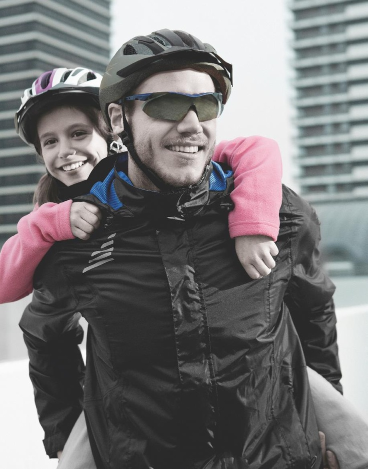 Obowiązkowy element ubioru fana dwóch kółek. Kask rowerowy by Lidl.