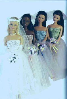 Robe au tricot facile à réaliser pour le mariage de Barbie Bonjour et bienvenue, C'est le plus beau jour, Barbie se marie . Elle a une jolie robe réalisée au tricot avec une jolie jupe de tulle, ainsi que ces demoiselles d'honneur ... J'ai trouvé ce modèle...