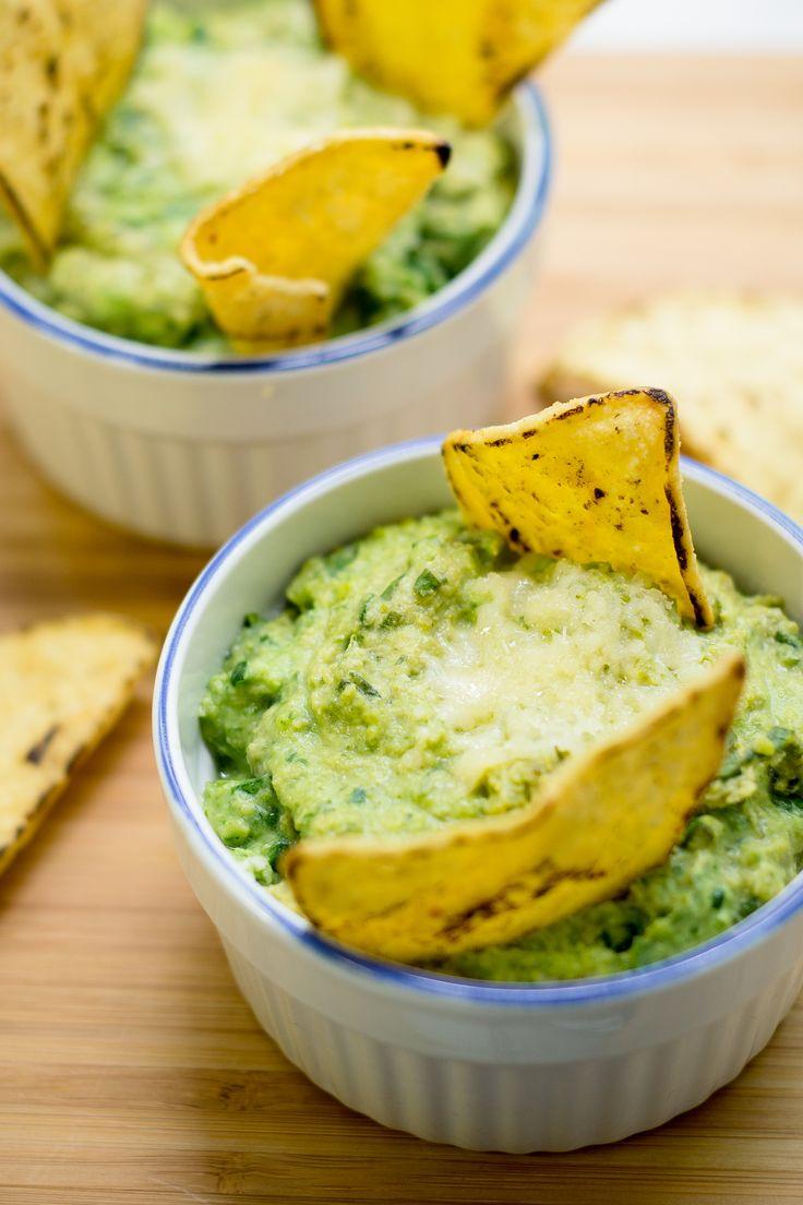 Un delicioso dip de espinaca y alcachofa light, una botana deliciosa y sin culpas. Puedes comerlo como snack de media tarde o para botanear con tus invitados.