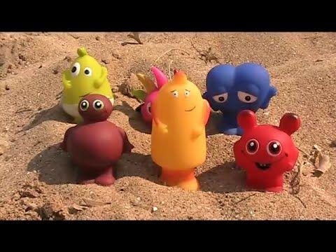 Babblarna på stranden lär deras namn och färger! - YouTube