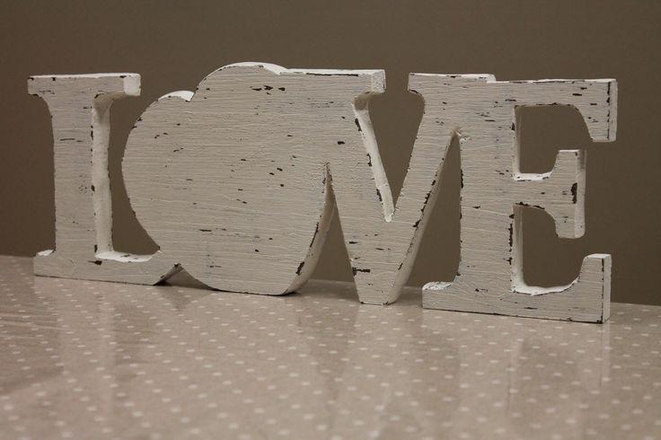 Scritta in legno realizzata per la presentazione di San Valentino