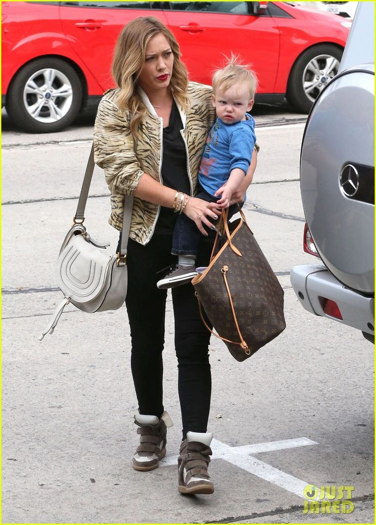 Hilary Duff: Babies First Class with Luca! | hilary duff babies first class with luca 05 - Photo Gallery | Just Jared