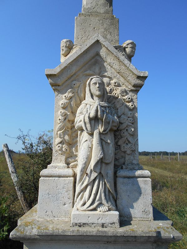 Kőkereszt, feszület (Tapolca) http://www.turabazis.hu/latnivalok_ismerteto_2288 #latnivalo #tapolca #turabazis #hungary #magyarorszag #travel #tura #turista #kirandulas