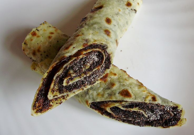 Makové lokše (Poppy seed lokshe) (Minced potato, flour pancakes, rolled with plum jam & poppy seeds). Yum yum yum!