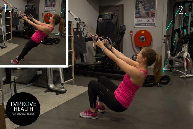 TRX squat Wil je jouw billen goed aanpakken en vind je het leuk om te trainen met lichaamsgewicht? Begin dan eens met de TRX squat. Doordat je letterlijk kan hangen aan de TRX is het veel gemakkelijker diep te zakken. Om de oefening te verzwaren kan je gebruik maken van een gewichtsvest, verlaag het tempo of kies voor extra herhalingen. Zet goed druk vanuit de hakken om de bilspieren meer te activeren!