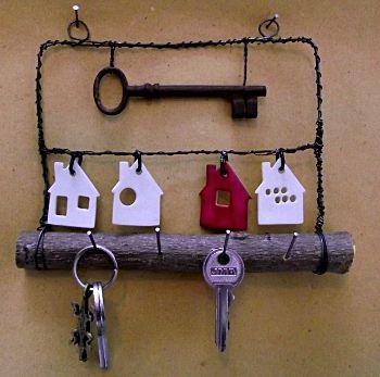 Où sont les clés. Little Ceramic Houses Key Rack. Very nice looking piece. I'm personally not to wrapped in the twisted wire frame but that's just me. I expect you could do this in wood too. I like the big old key as a sort of sign post as well ;)
