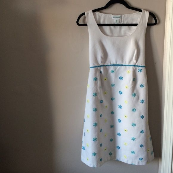 Motherhood Maternity dress Adorable white dress with yellow and blue daisies. 100% cotton Motherhood Maternity Dresses