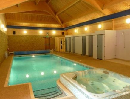 Lincoln Farm Park Standlake, Witney, Oxfordshire, UK, England. Campsite. Camping. Caravan Site. Holiday. Travel. Outdoors. Leisure Centre. Onsite Shop. Indoor Heated Swimming Pools.