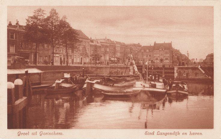 Lingehaven in Gorinchem met zicht op de de derde waterkering, het Eind en het huis In den Blowen Hoet.