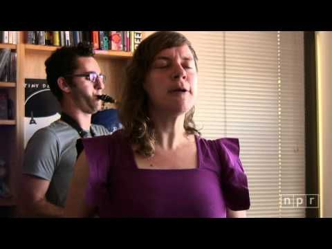 tUne-yArDs: NPR Music Tiny Desk Concert. Love her so much.