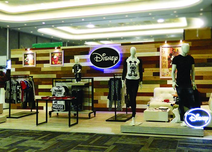 Stand para ropa temporada primavera-verano. Montado en CHOUROOM 2016 Marca expositora: Disney