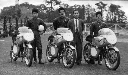 1960年写真集ー5 (2006年スズキ湖西の資料保管庫で見つかった写真) 松本聡男・伊藤光夫・鈴木俊三社長・市野三千雄