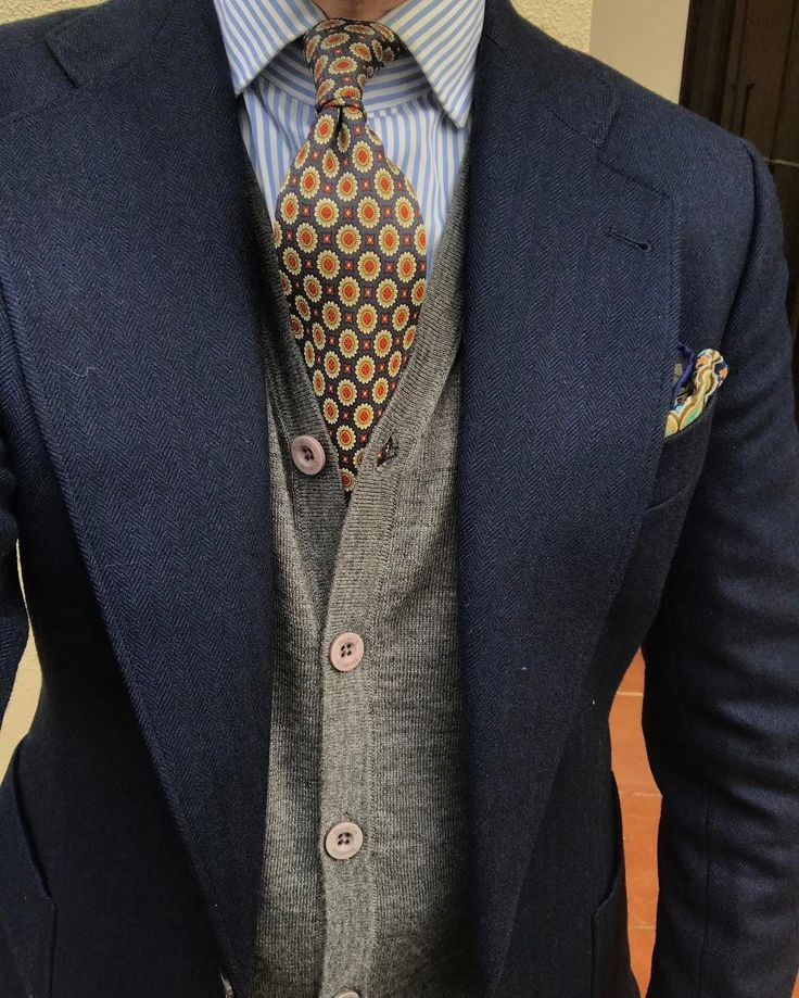 I need more ties Mens Fashion Suits, Mens Suits, Fashion Outfits, Proper Attire, Look Vintage, Jackett, Suit And Tie, Gentleman Style, Men Looks