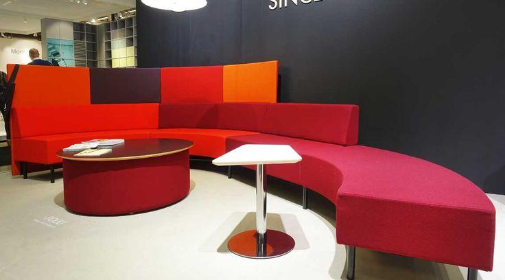 Kaari-sohva ja Kivikko-istuinpalojen uudet pöydät.