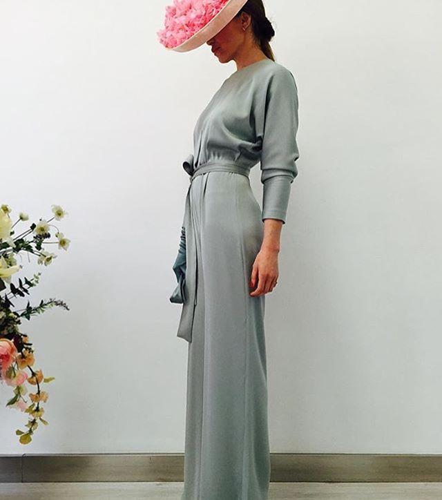 Adoro este #mono de @fernandoclarocostura ! #invitada #invitadas #invitadasconestilo #invitadaperfecta #invitadasboda #invitadaboda #invitadabodas #lookbodas #lookboda #lookinvitada #jumpsuit #boda #bodas #tocado #tocados #wedding #weddingguest #guest #moda #fashion #style #cool #instacool