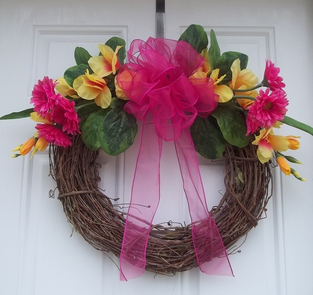 Wreath: Gerber Daisies, Daisies Wreath Arrangements, Crafts Wreaths, Easy Wreaths, Favorite Pins, Wreath Idea, Spring Wreath, Decorations Mostly Wreaths, Beautiful Wreaths