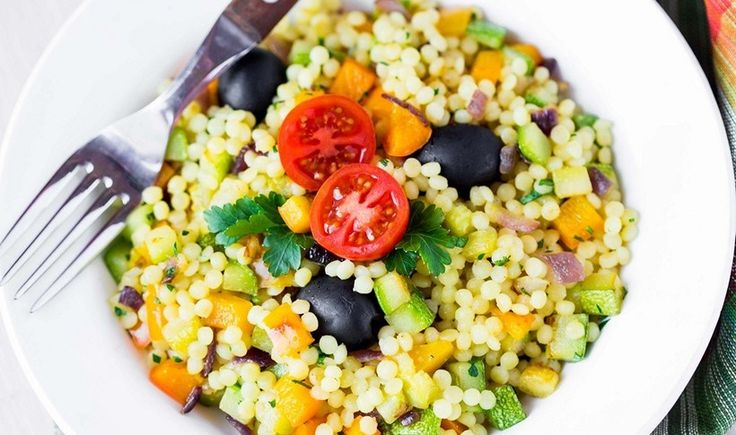 Ελαφριά σαλάτα με κους κους και καλοκαιρινά λαχανικά