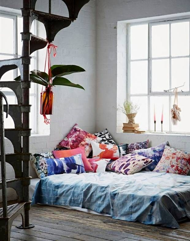 A floor bed can be stylish! Try these smart solutions and floor bed ideas to style your bed on the floor.