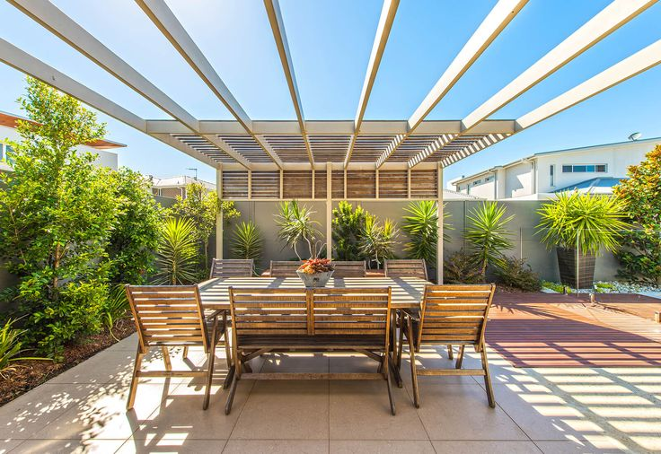 Backyard boundary wall to compliment greenery