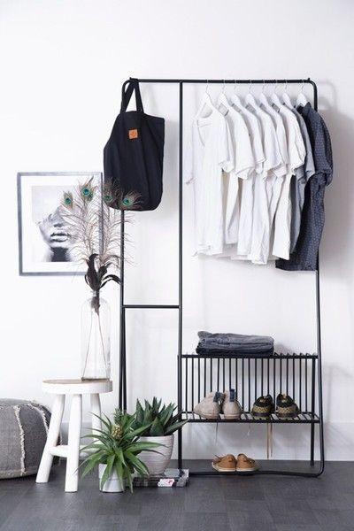 Binnenkijken bij byboonl - Hoe stoer is dit kledingrek! Dit trendy Clothingrack geeft je kamer een stijlvolle finish, maar ook een modern industriele touch.
