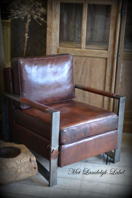 Gave fauteuil van echt schapenleer. Mooi robuust en stoer. WWW.METLANDELIJKLABEL.NL