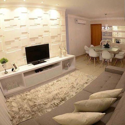 Sala de estar/jantar em tons claros. O ambiente ficou clássico e elegante  Inspire-se! #ambientesintegradosmeunovoapê Projeto Mayse Mendonça (@maysemendoncaarqdesign)
