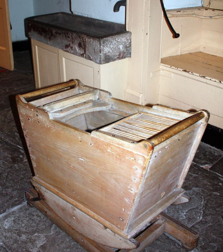 The Georgians did not have very good personal hygiene.People started to wash more often by the Regency period. By this time cotton had also become a popular fabric, as it washed more easily than others. However, for most of the period, both rich and poor were much smellier than today, many had rotting teeth and unsanitary habits.There were few flushable indoor toilets. George III introduced sea bathing for the men; it was not suitable for women.