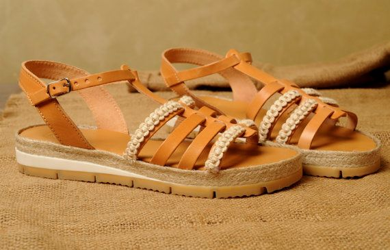 Handmade natural leather sandals decorated with cotton by Frabala