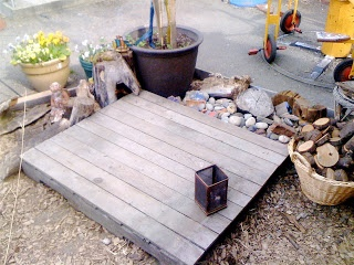 Small decking for small world play