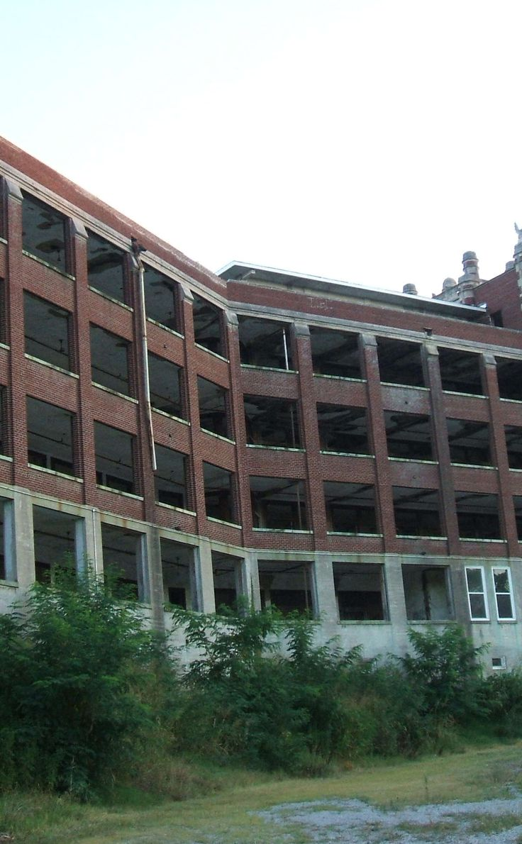 Waverly Hills Sanatorium | Travel | Vacation Ideas | Road Trip | Places to Visit | Louisville | KY | Landmark | Tourist Attraction | Spooky Places | Tour | Historic Site | Abandoned Place | Offbeat Attraction