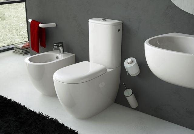 File, design Meneghello Paolelli Associati. Sanitari a terra, lavabo sospeso e accessori bagno / Back to wall sanitaries, suspended sink and bathroom accessories. #bathroom #design #bagno #arredo