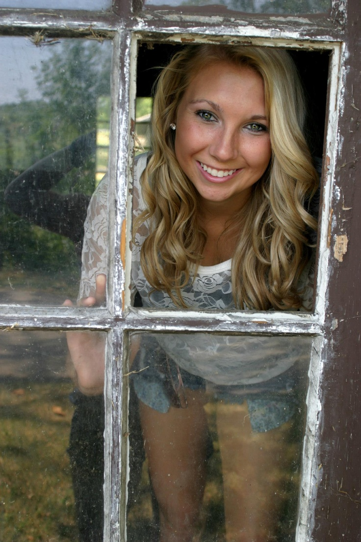 Ermahgerd!! Theres some windows broken out of the barn! @Alicia T T Gasseling Leisy  we could do this one! Lol