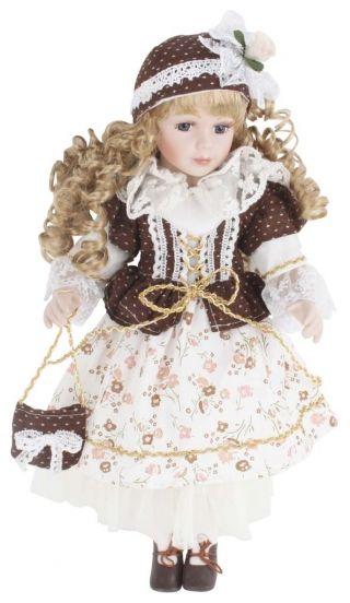 """Păpuşă de porţelan """"Clementine"""" - cadou decorative adorat de copii şi adulţi deopotrivă căci, nu-i aşa, nostalgia e-un lucru greu de vindecat.  http://www.retroboutique.ro/decoratiuni/alte-decoratiuni/papusa-de-portelan-clementine-869"""