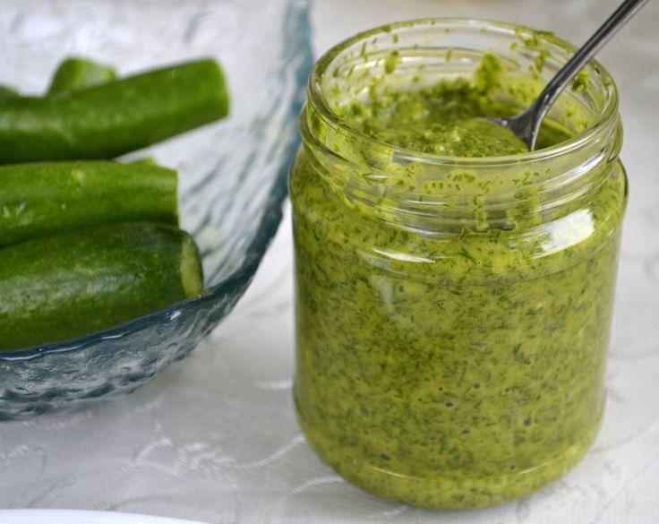 Укроп, ароматная зелень и очень любима во всех блюдах. Поэтому всем хозяйкам рекомендую приготовить такой соус из укропа. Вы можете уже сейчас сделать небольшую пробную баночку, уверена, что понравит…