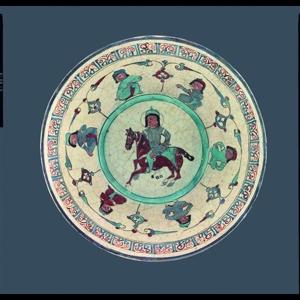 Ciotola Mina'i, Iran, Kashan, 1100 - 1200, Fritta con invetriatura bianca opaca e pittura sopra e sotto invetriatura, Dar al-Athar al-Islamiyyah, Kuwait  National Museum, Kuwait City Kuwait. Copyright ©, The al-Sabah Collection, Dar al-Athar al-Islamiyyah, Kuwait