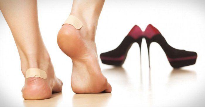 10 Increíbles Y Fáciles Trucos Para Hacer Que Los Zapatos Incómodos Ya No Te Causen Más Problemas Cómo Agrandar Zapatos Zapatos Hacer Zapatos